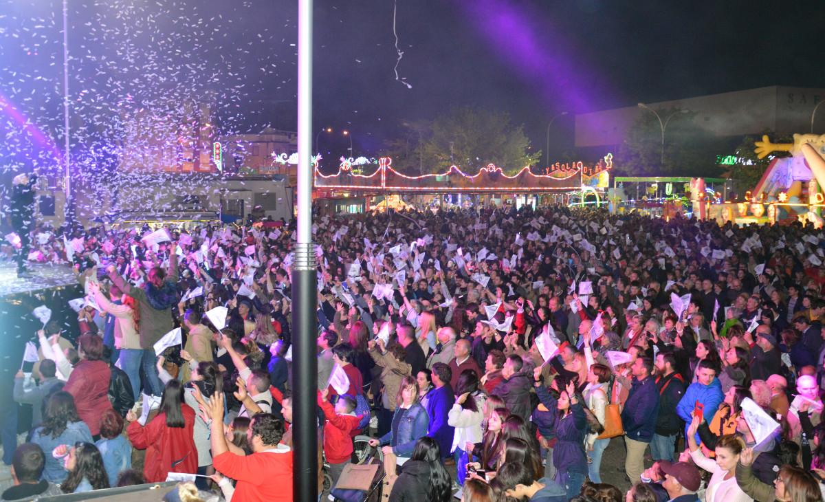 Una multitud disfruta de una noche espectacular con Panorama y Tekila en Cantodarea