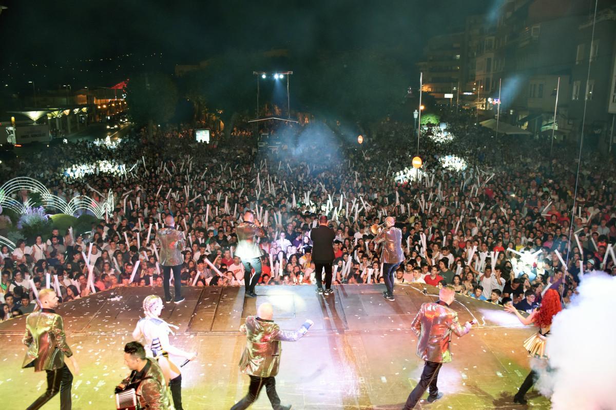 Panorama no conoce límites. Miles de personas vibran en Marín