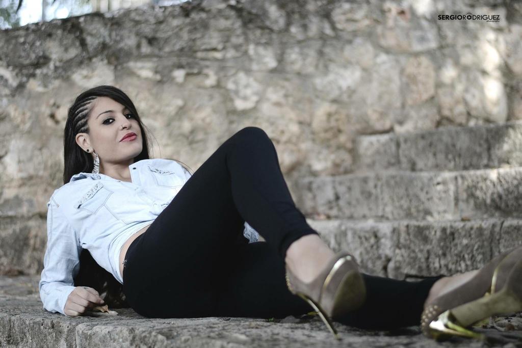 """Laura Ca, nueva cantante de Marbella, ofrece """"ilusión, pasión y trabajo"""""""