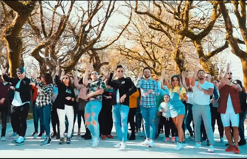 París de Noia presenta su videoclip 'Subido en el palo', grabado con fans