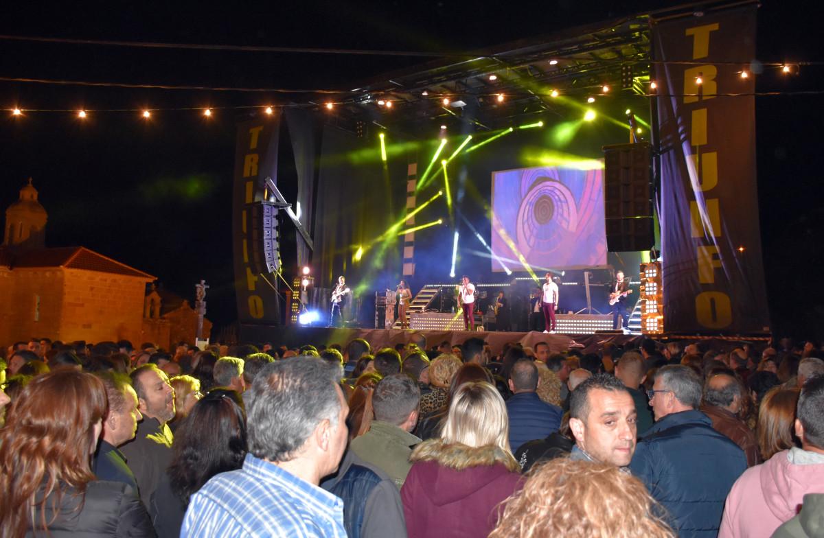 Orquesta Triunfo se gana al público con un espectáculo versátil y de calidad